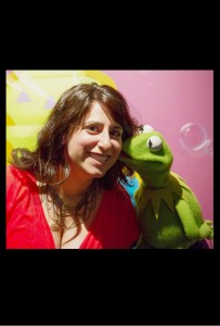 "Zoe Hewitt on the ""Muppets Most Wanted"" set with Kermit the Frog for AMC"